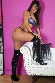 Brunna Ferraz, Travesti en Madrid
