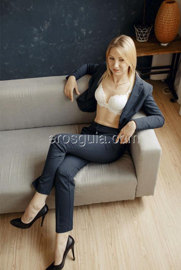 ¡Hola bombones, me llamo Milena! Soy una chica extrovertida, picarona y muy...