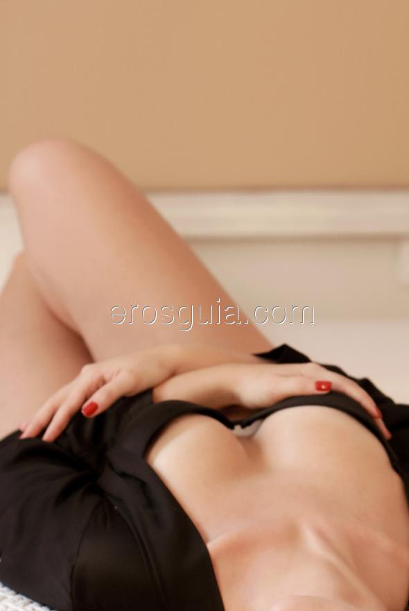 Elena, una joven con chispa y encanto, entregada y sobre todo muy pasional