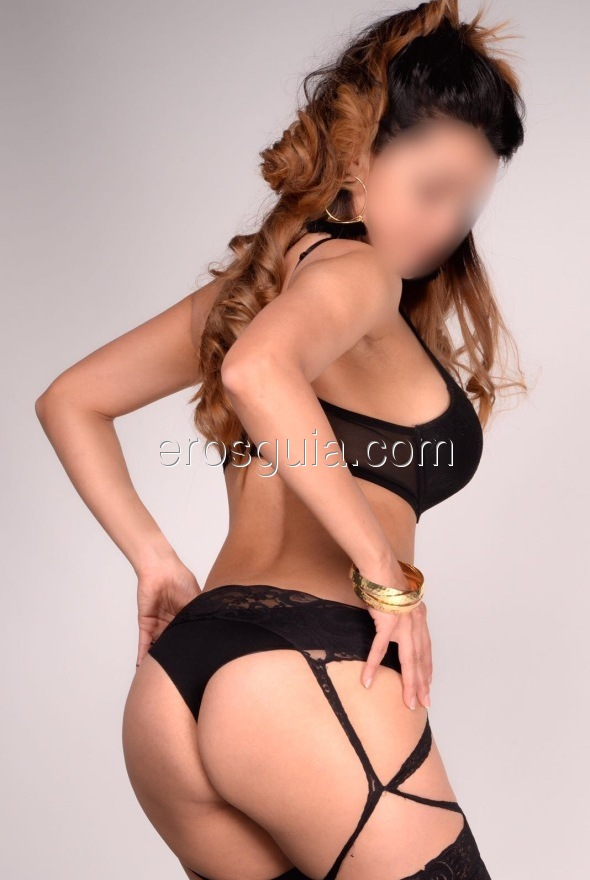 Inés is a Spaniard with lots of presence, elegant, well educated