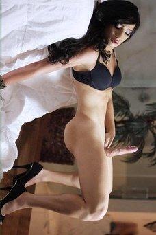 Lauren Fox, Travesti en alt-otra ciudad